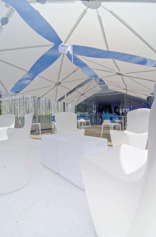 Parasol excentré pour terrasse piscine Spectra UMBROSA