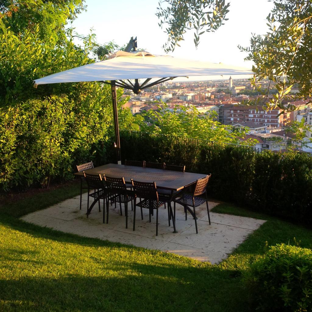 Cantilever sunshade professional hotel Galileo Dark SCOLARO