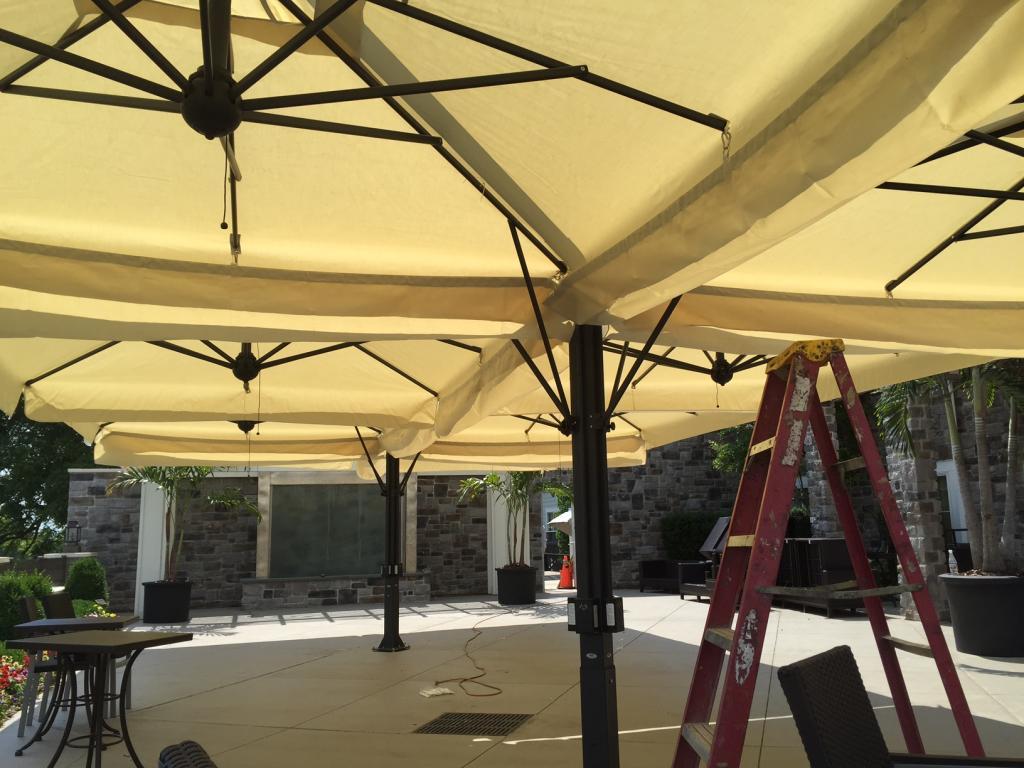 Giant square cantilever parasol 8x8m Alu Poker Scolaro SCOLARO