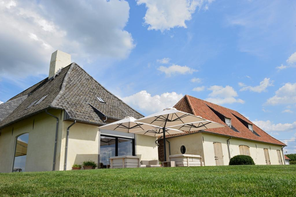 Grand parasol déporté pour restaurant Prostor P6 PROSTOR